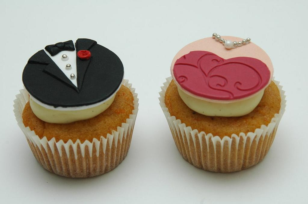 Engagement cupcakes by Deema