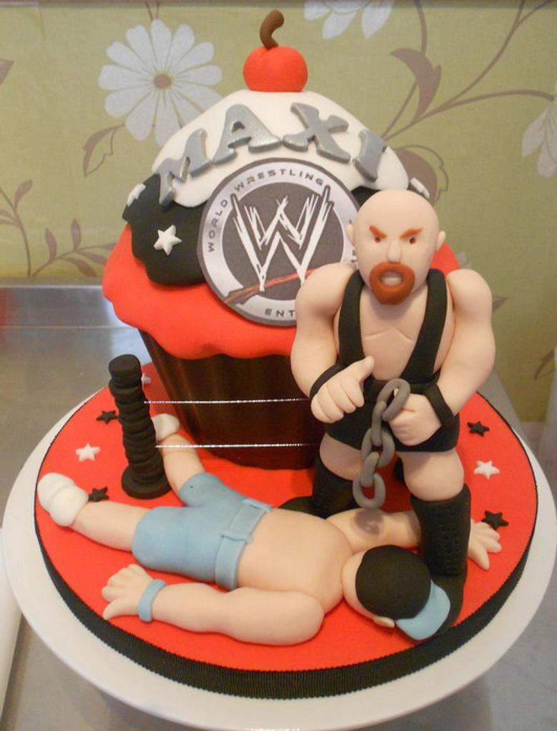 WWE wrestling giant cupcake by Bezmerelda