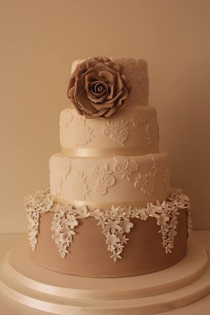 Vintage style wedding cake  by Tillymakes