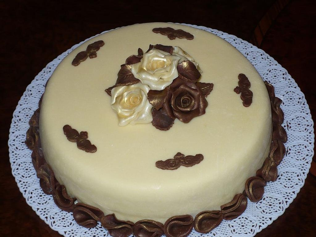 Chocolate Plastic cake  by Filomena