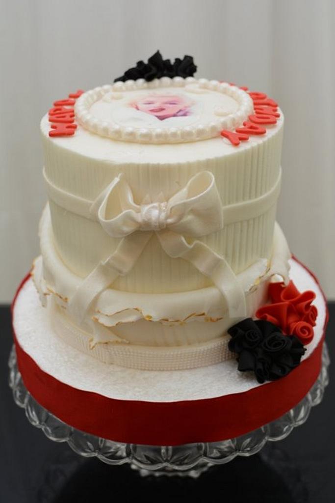 Marilyn Monroe Inspired Cake by Sugarpixy