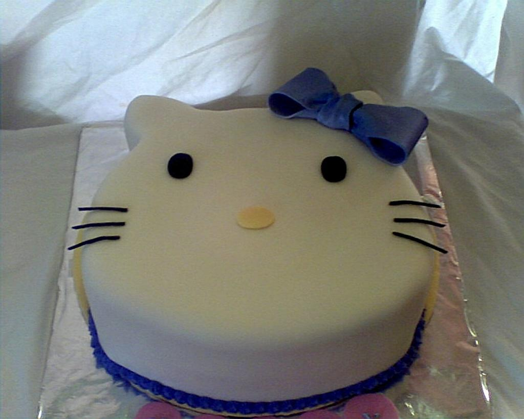 Hello Kitty Cake by Darla64