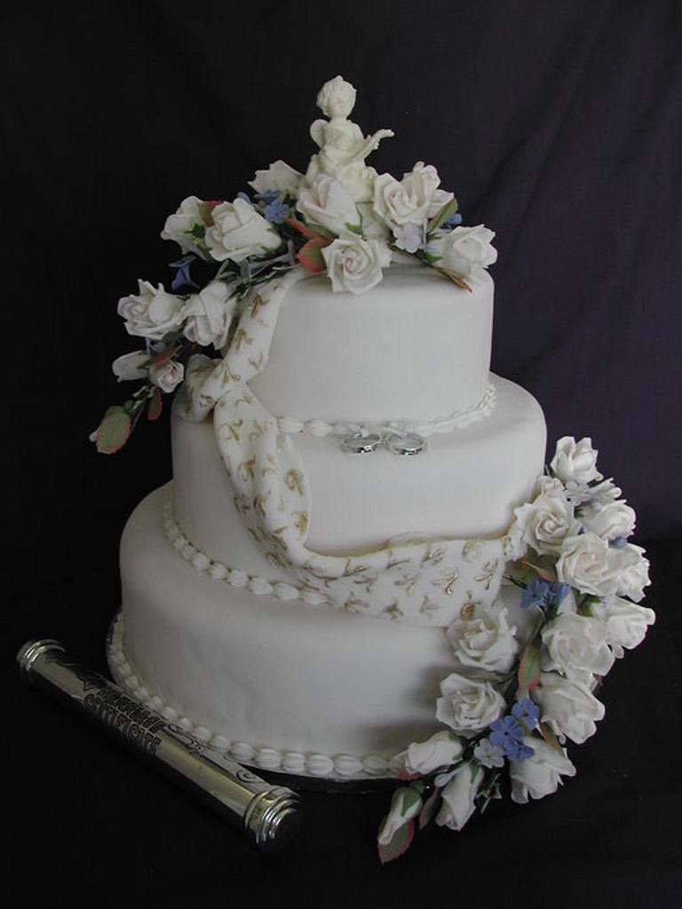 Cherub and rose wedding cake by Jo