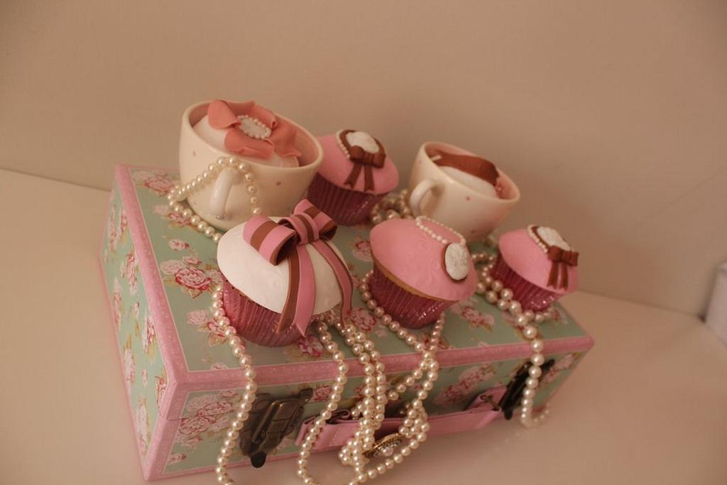 Pretty cameo cupcakes  by Tillymakes