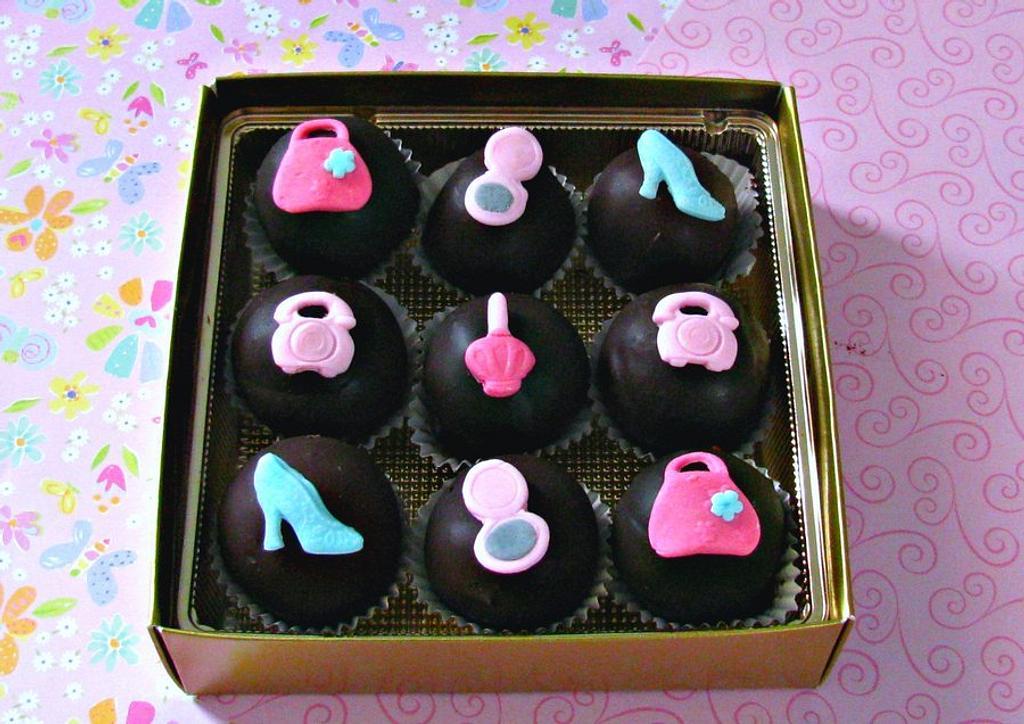 Fashionista Cake Bites by Cheryl