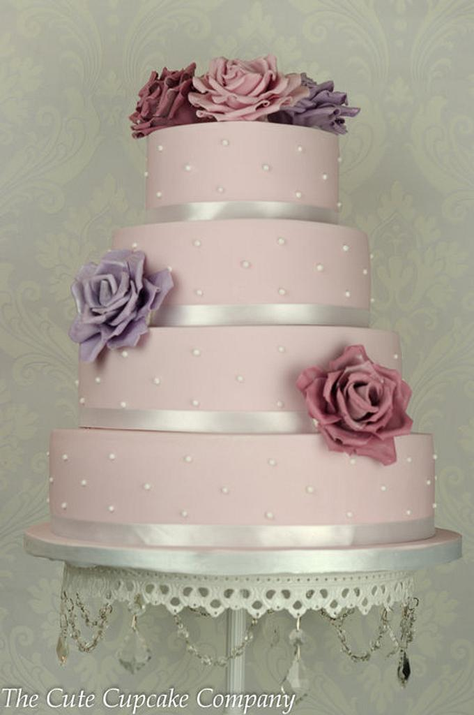 Roses and spots wedding cake by Paula