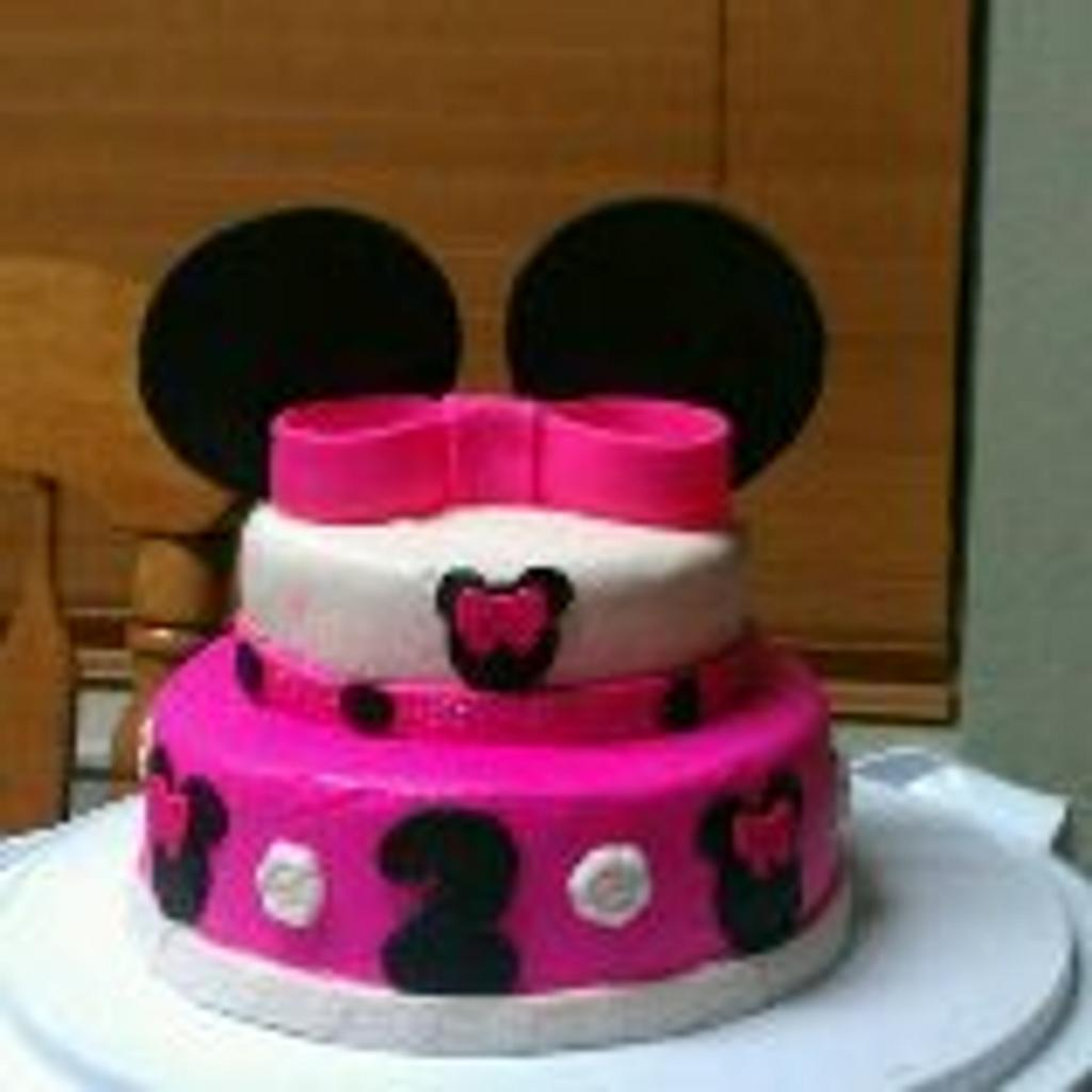 Minnie Mouse Cake and Cupcakes by Aida Martinez