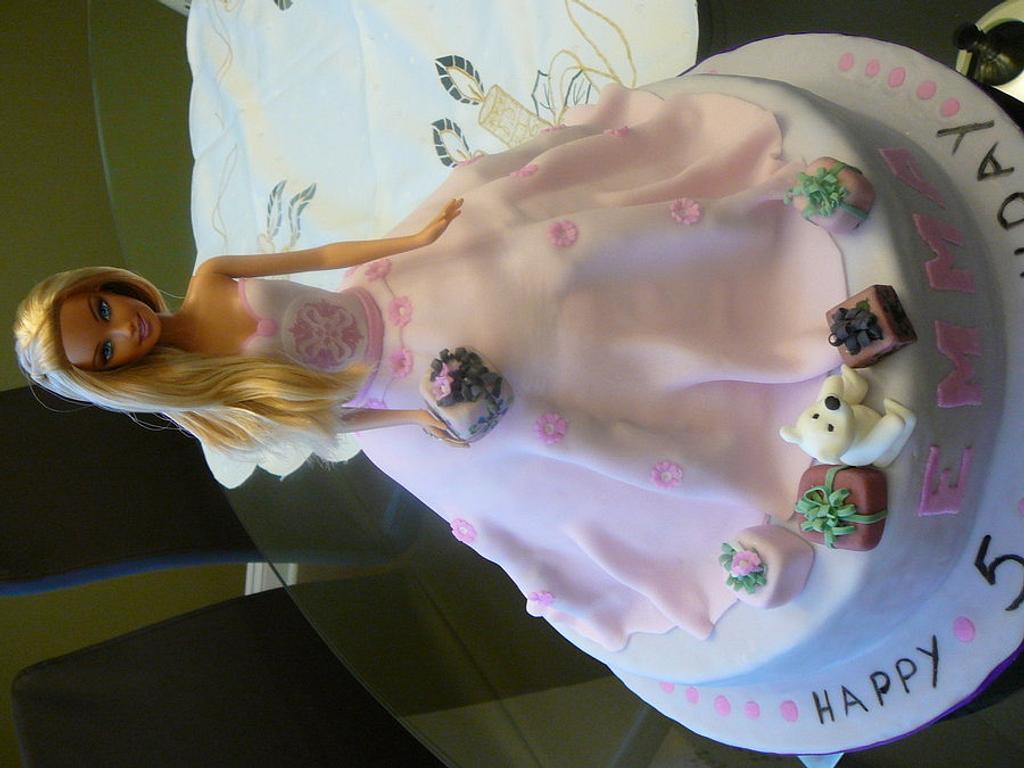 Barbie cake by kikartcakes