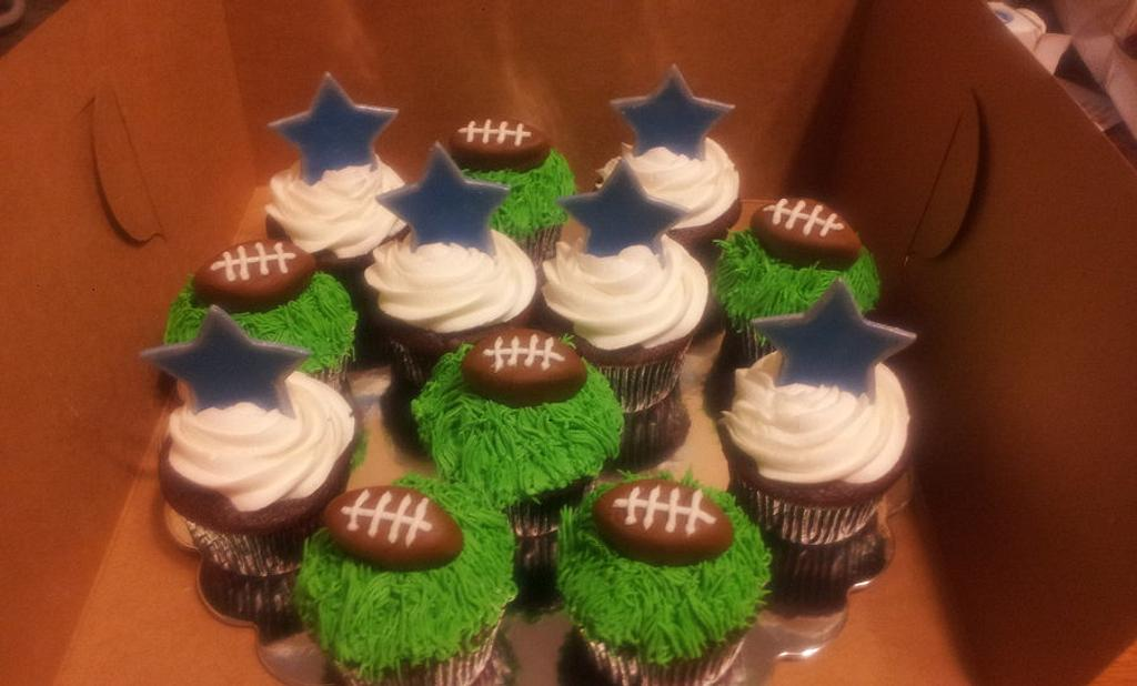 Dallas Cowboys Cupcakes by Eggsbakery