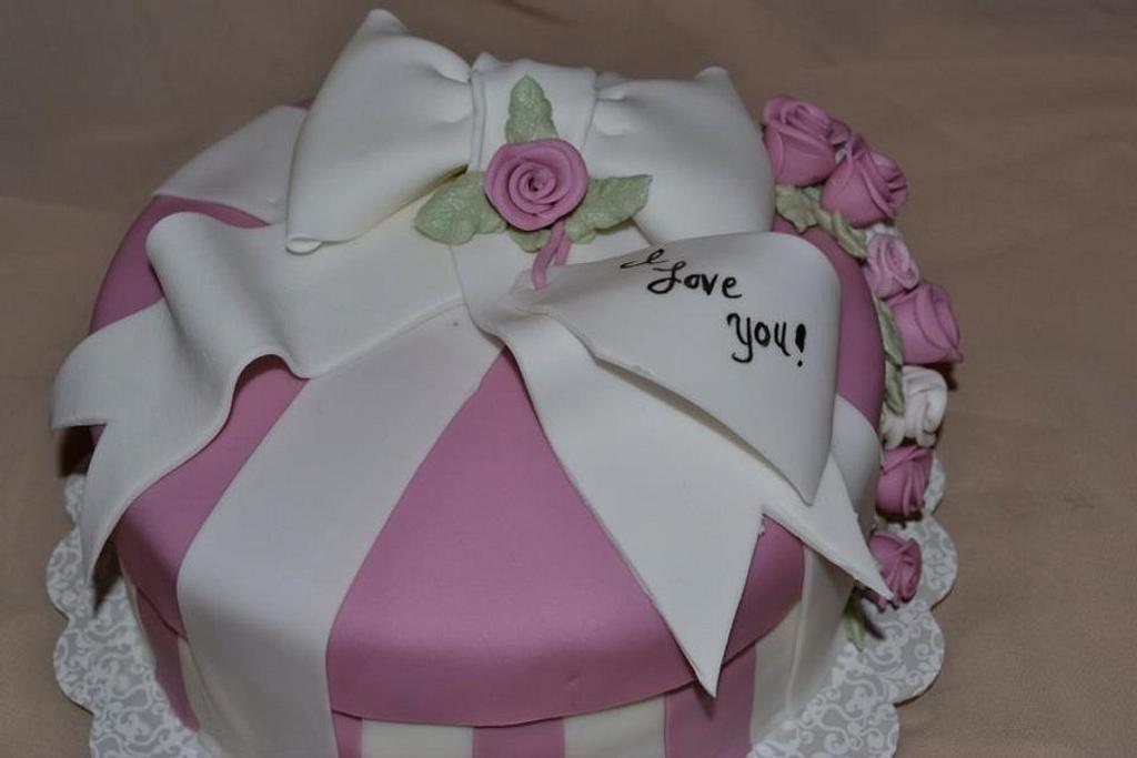 Valentine's Gift box cake 2012 by Damaris Brown