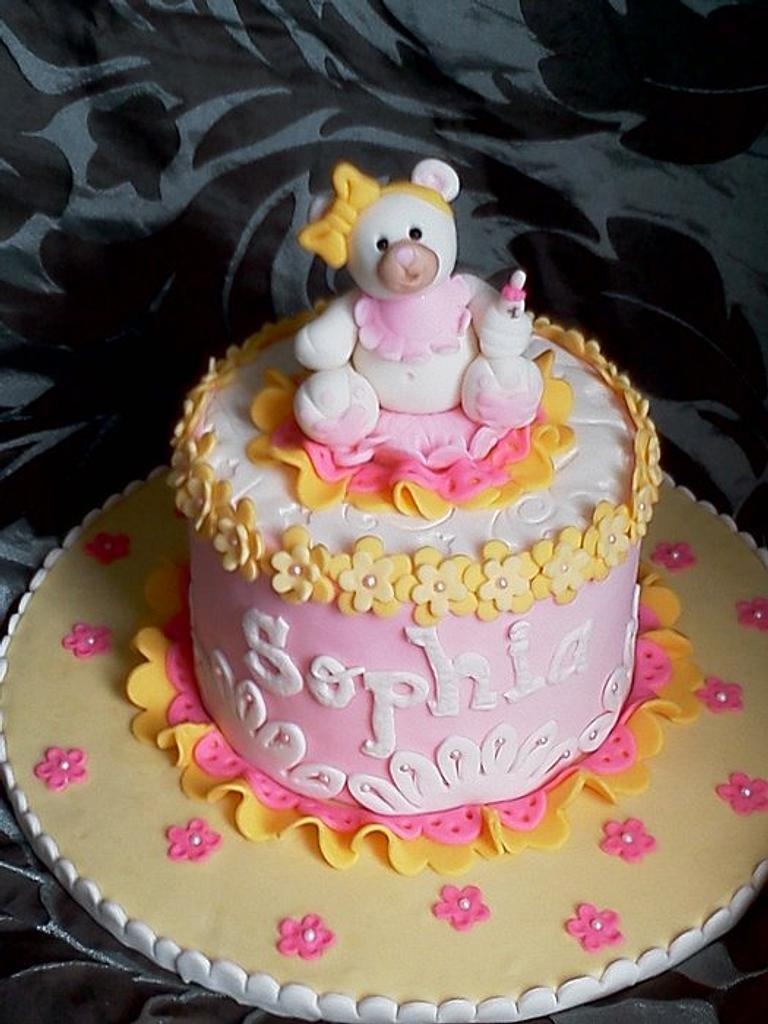 Baby Bear by the cake trend Elizabeth Rodriguez