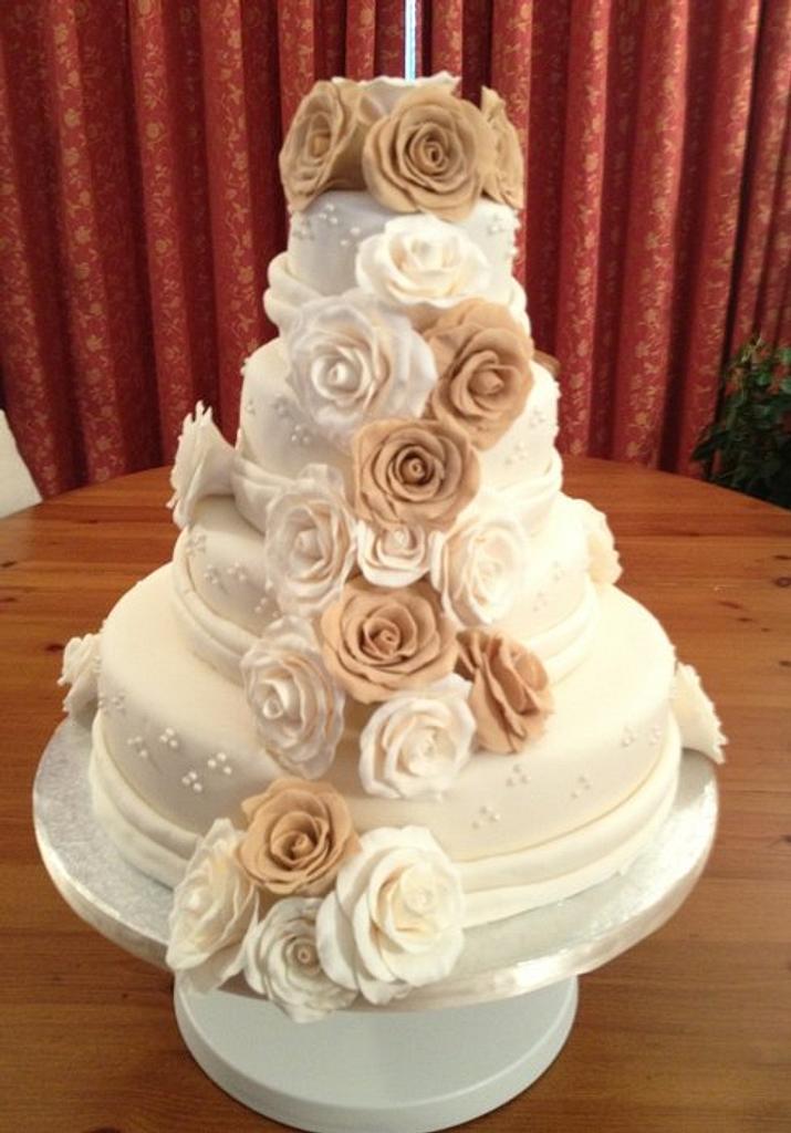 4 tier wedding cake! by Cakesatibapa