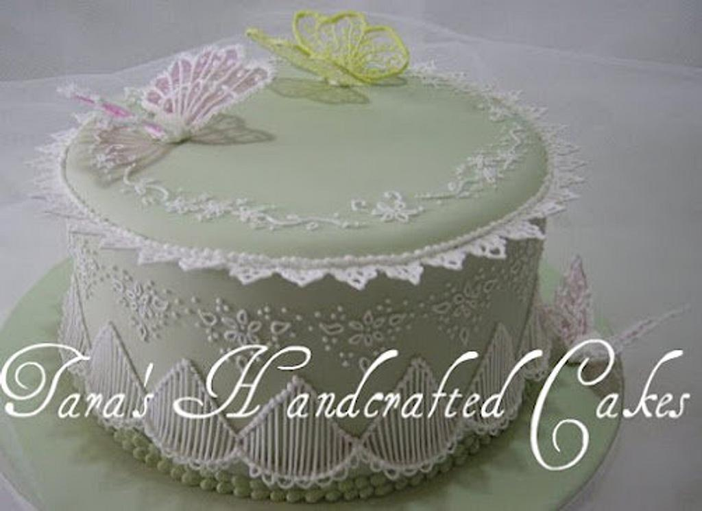 old style piping by Taras Handcrafted Cakes