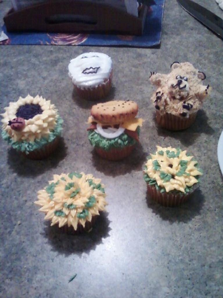 Assorted Cupcakes by maribel