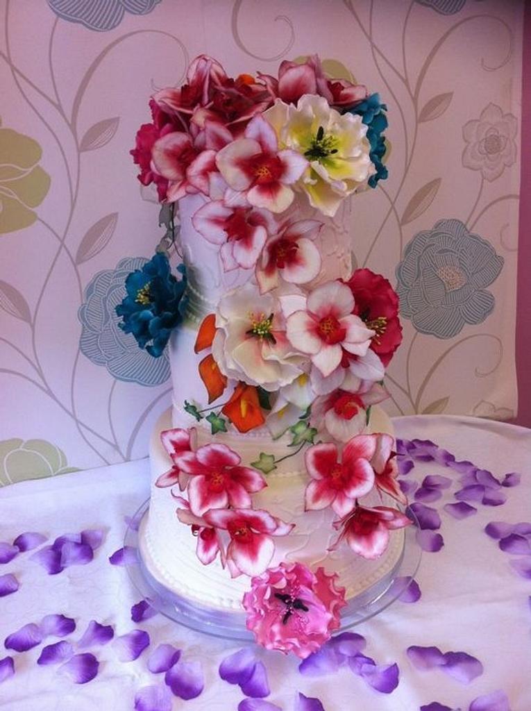 Flower power wedding cake by Susie