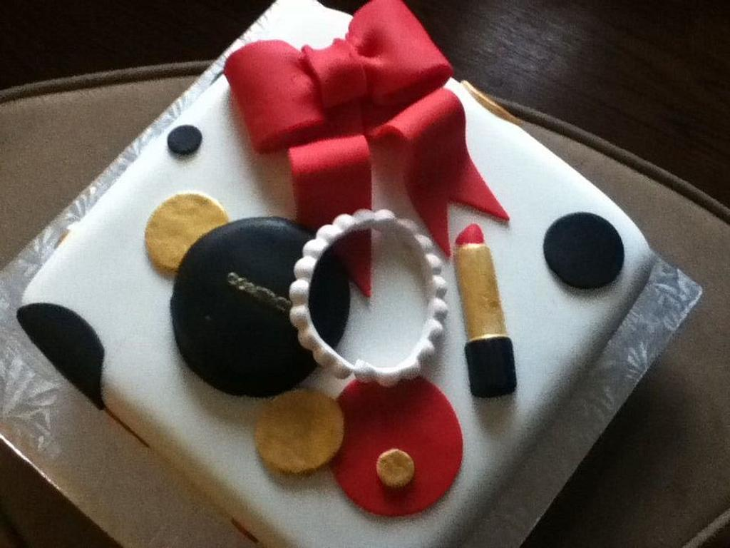 Small Makeup Cake  by Tomyka