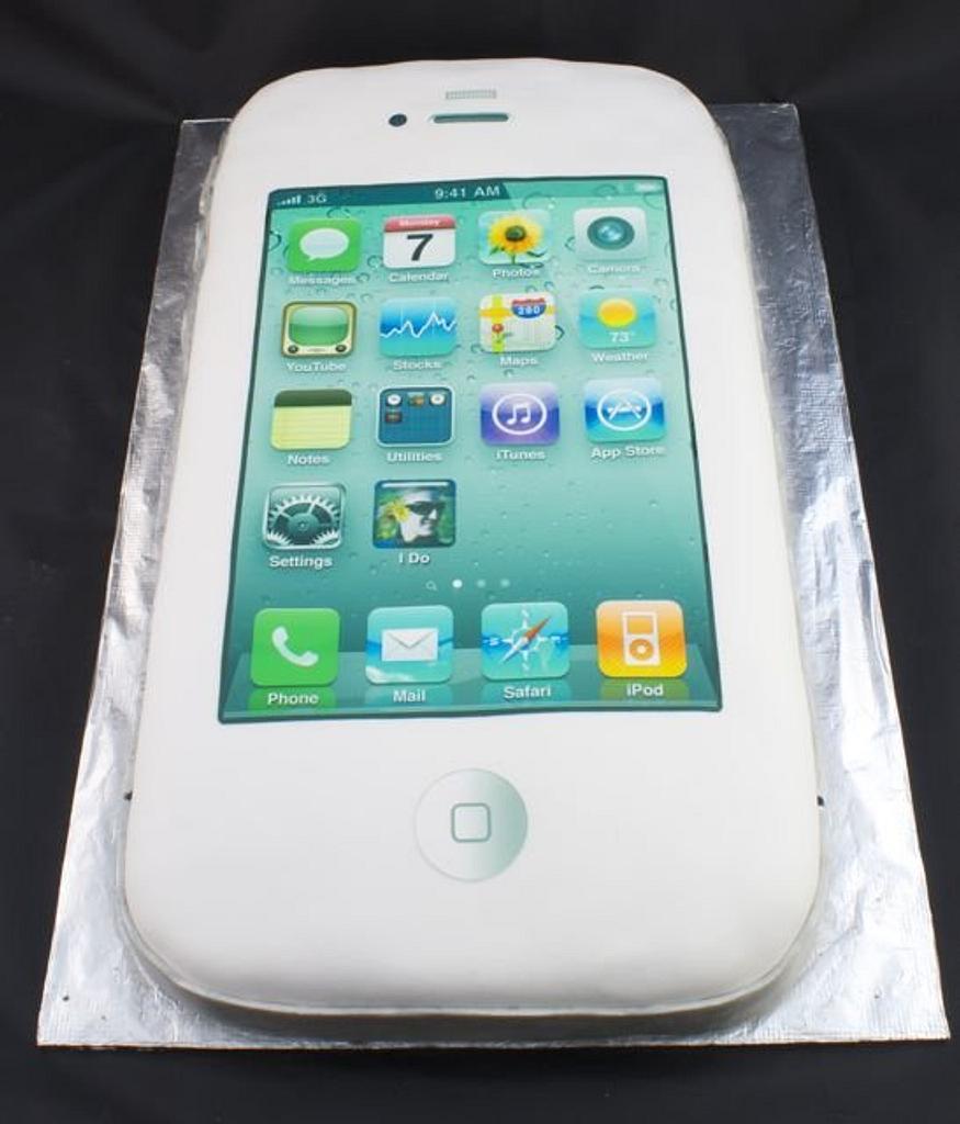iPhone Groom's Cake by Jenn