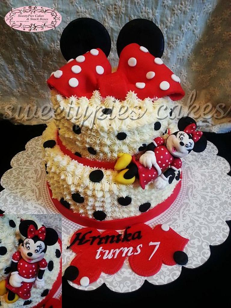 Minnie mouse cake by Sweetypiescake