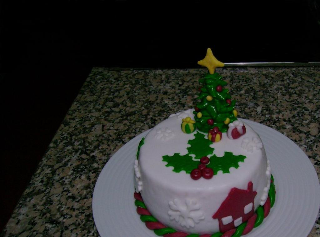 Christmas cake i did for a friend by Susana