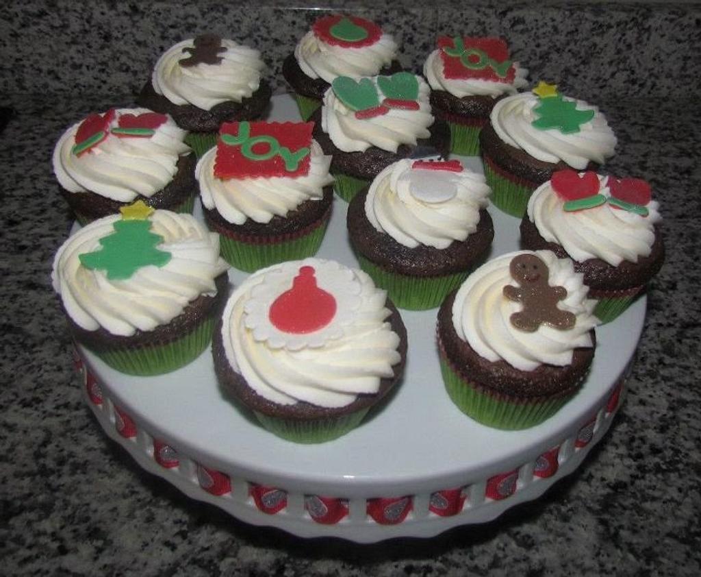 Christmas Cupcakes by Jaybugs_Sweet_Shop