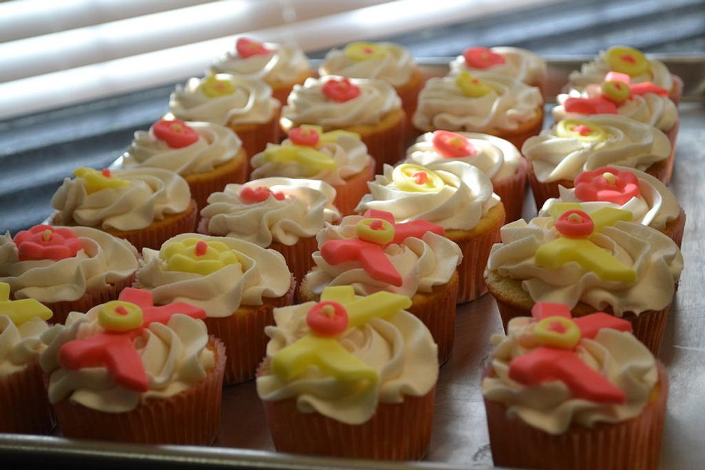 Pink and yellow bow cupcakes  by Cakesbylala