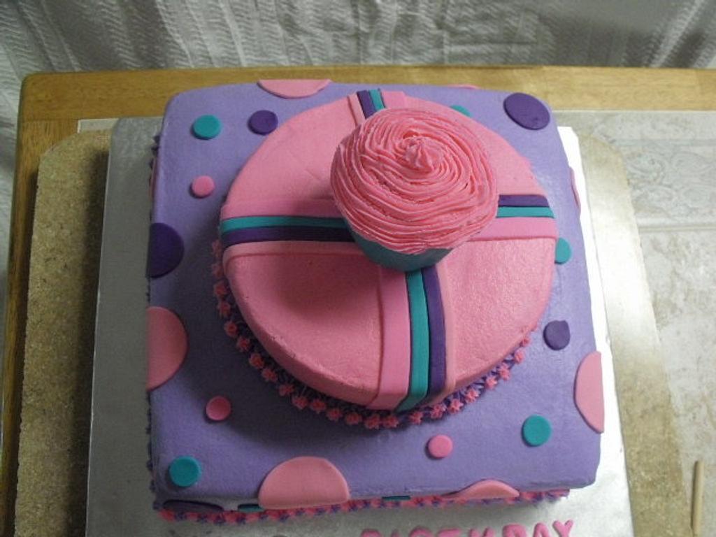 Cupcake cake by Aida Martinez