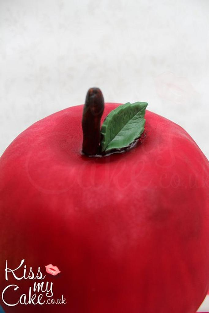 The Big Apple! Cake by KissMyCake