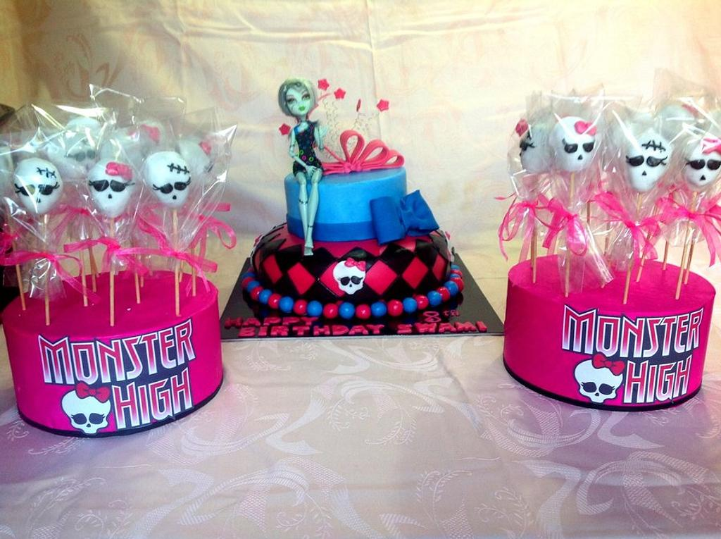"""Cake and cake pops """"Monster High"""" by Paola Esposito"""