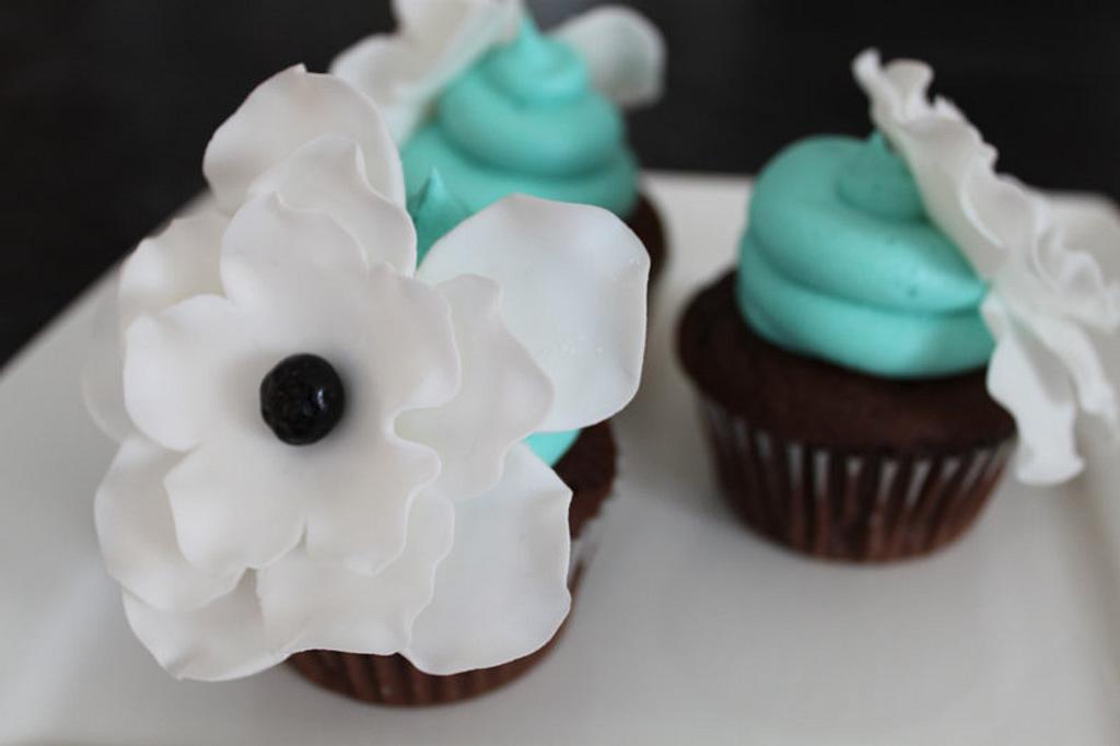 Fantasy Flower Cupcakes by cupcakeluv