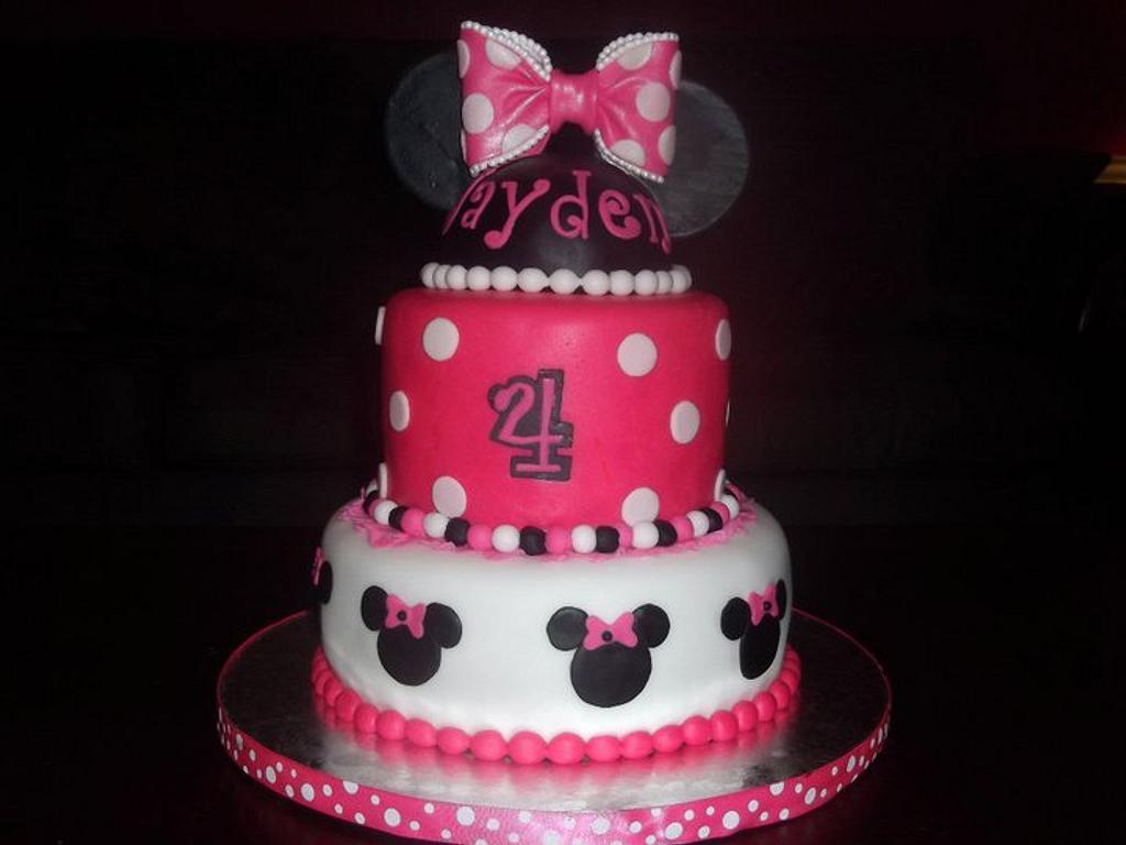 Minnie Mouse Cake by Nissa