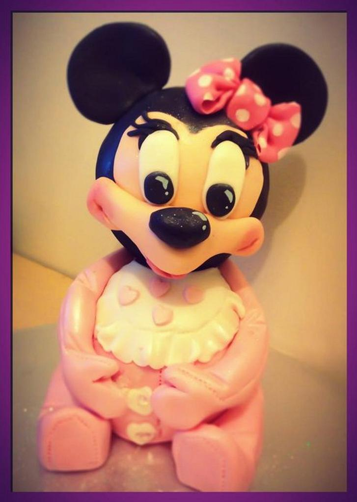Minnie Mouse 3d cake by Louise