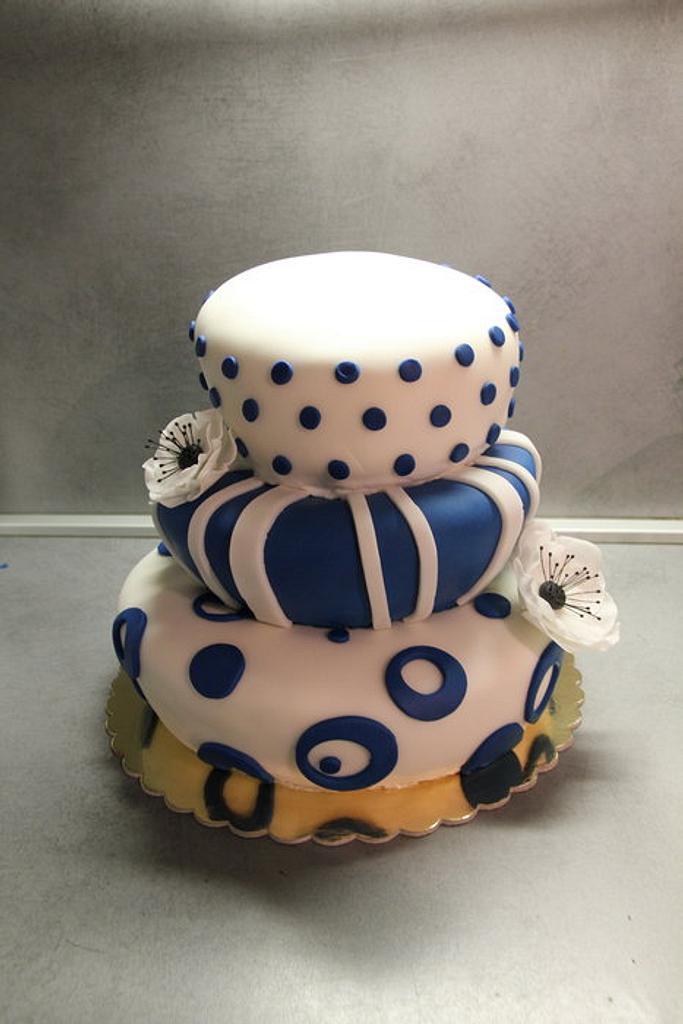 Topsy turvy cake by Tynka