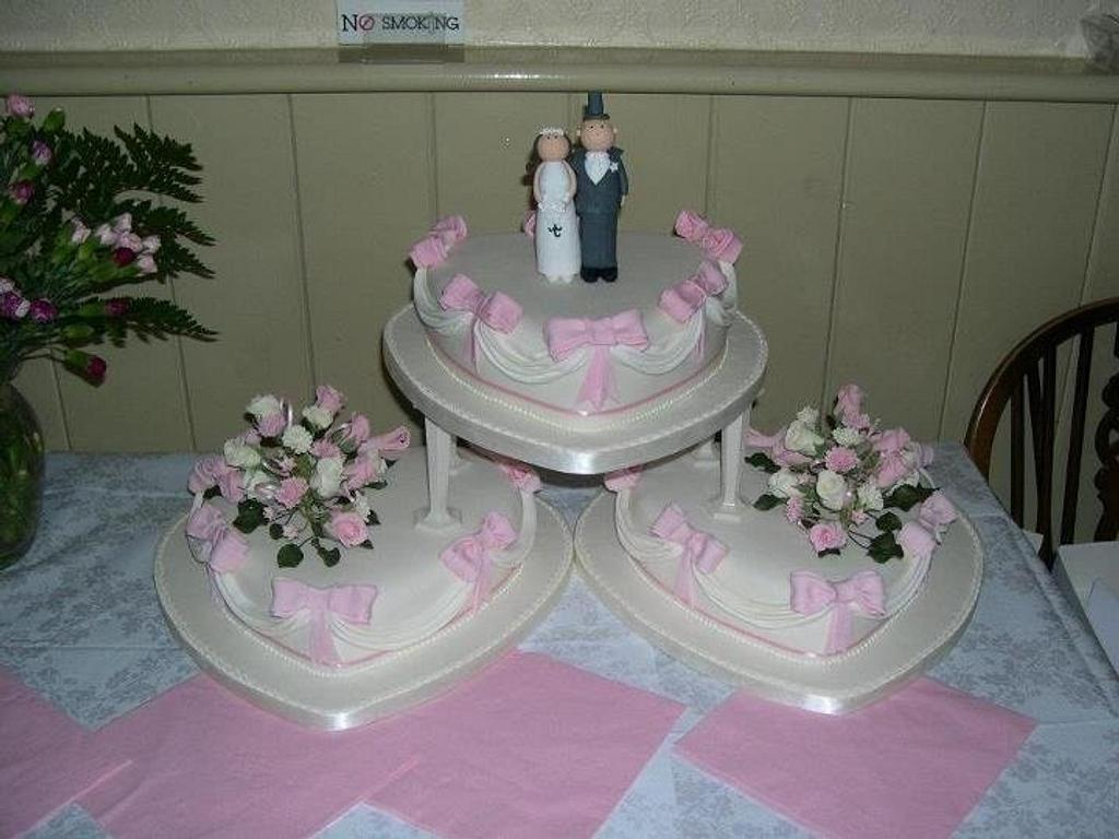 Swags and bows  by Iced Images Cakes (Karen Ker)