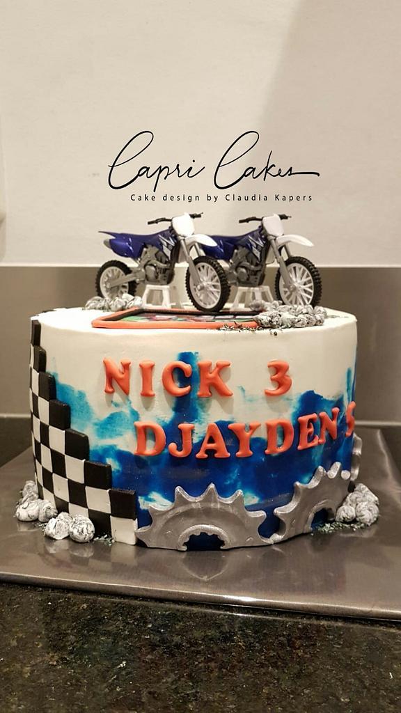 Motorcross cake by Claudia Kapers Capri Cakes