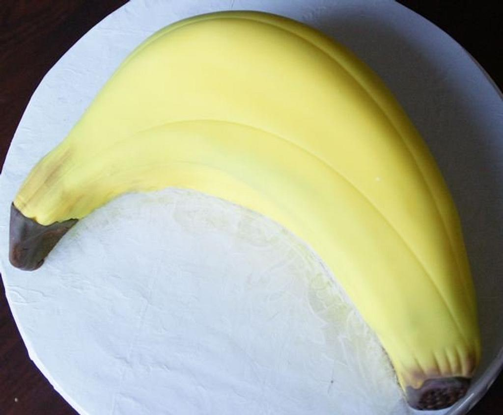 banana smash cake by milissweets