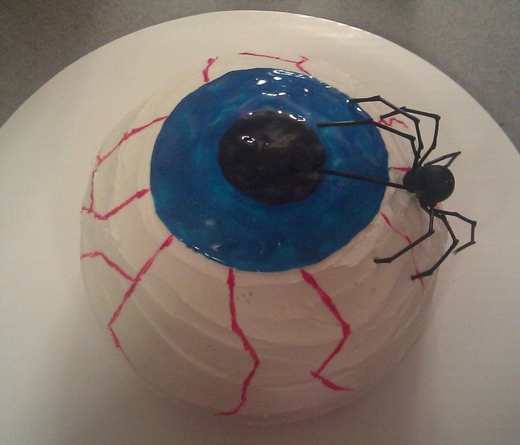 Creepy Eyeball cake by Carrie