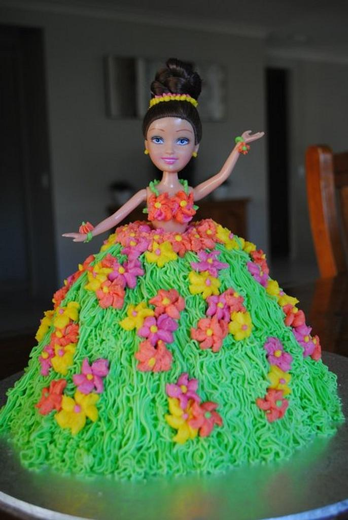 Hula dolly varden by Amelia's Cakes