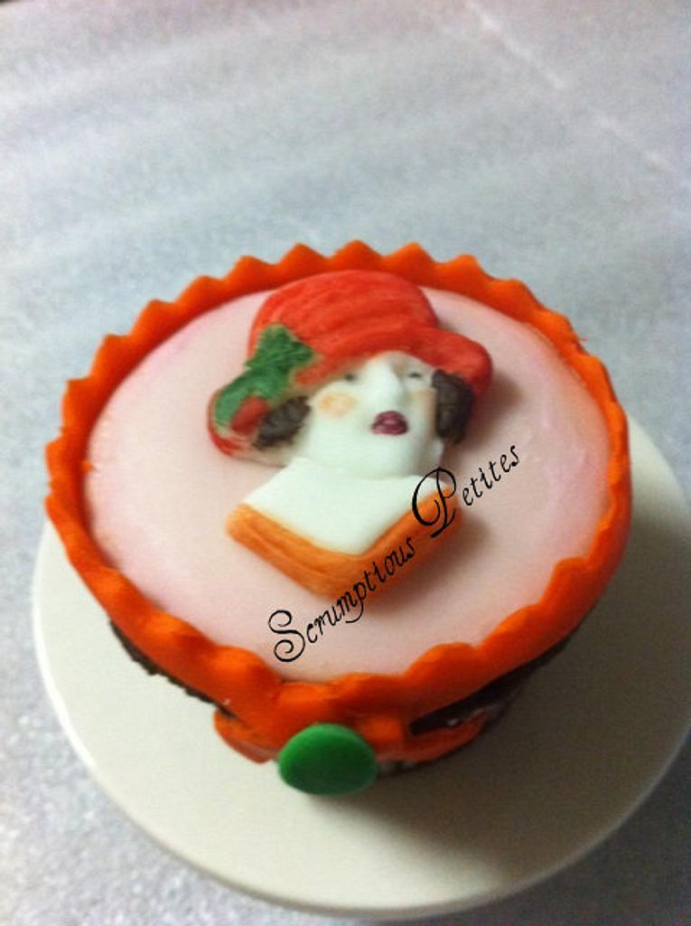 Cupcakes with Fondant Decorations by ScrumptiousPetites