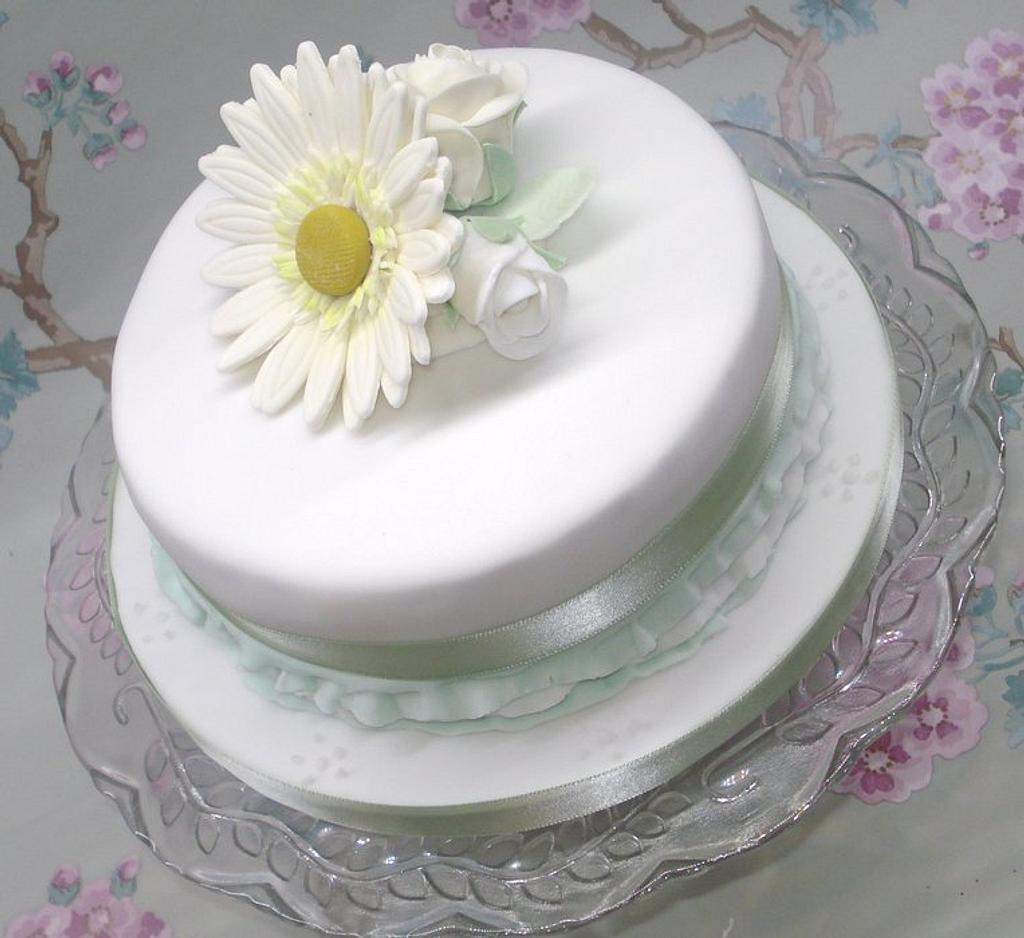 White flower cake by That Cake Lady