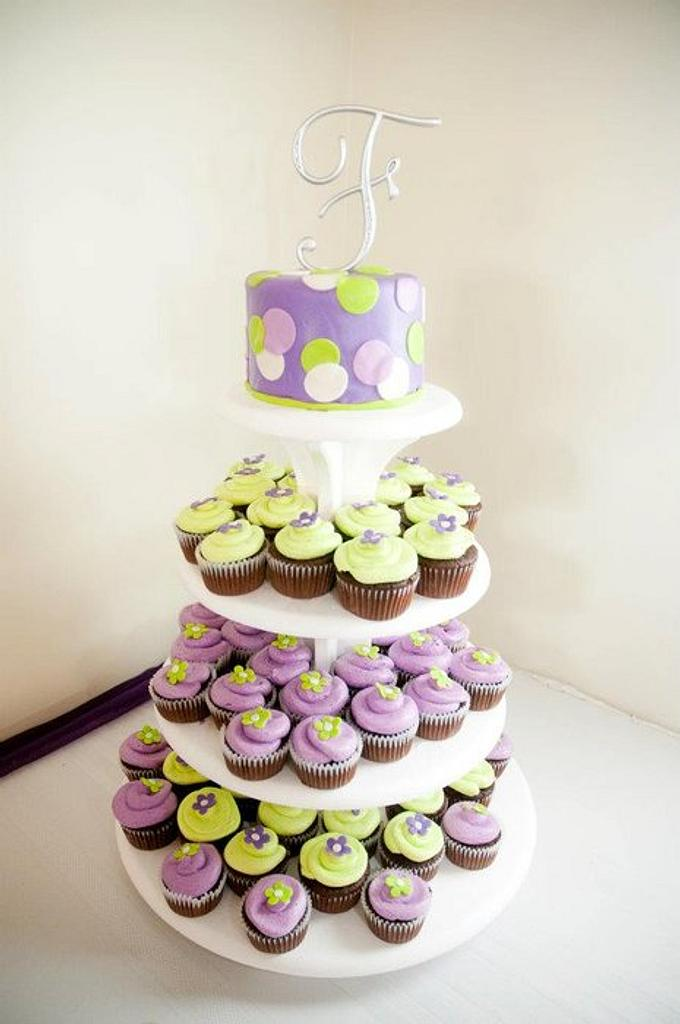 Wedding cupcakes by Valley Kool Cakes (well half of it~Tara)
