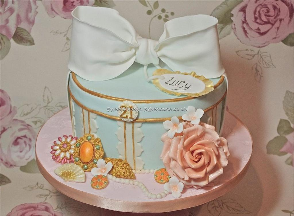 Vintage hat box cake by Hayley