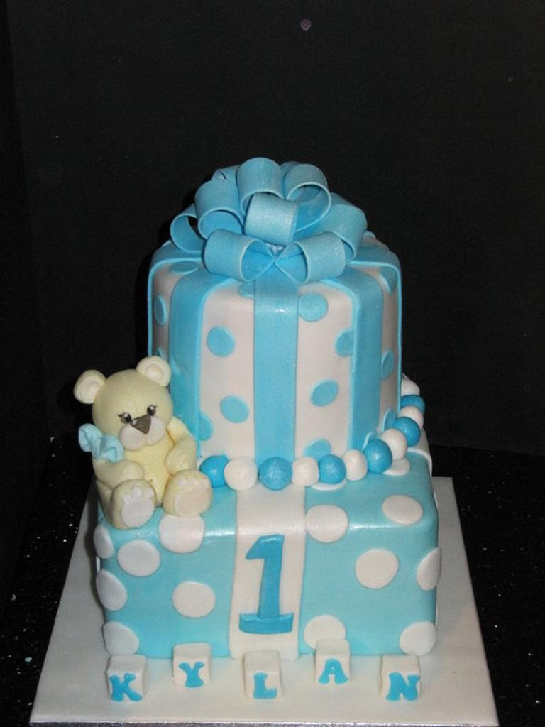 first birthday :)  by d and k creative cakes
