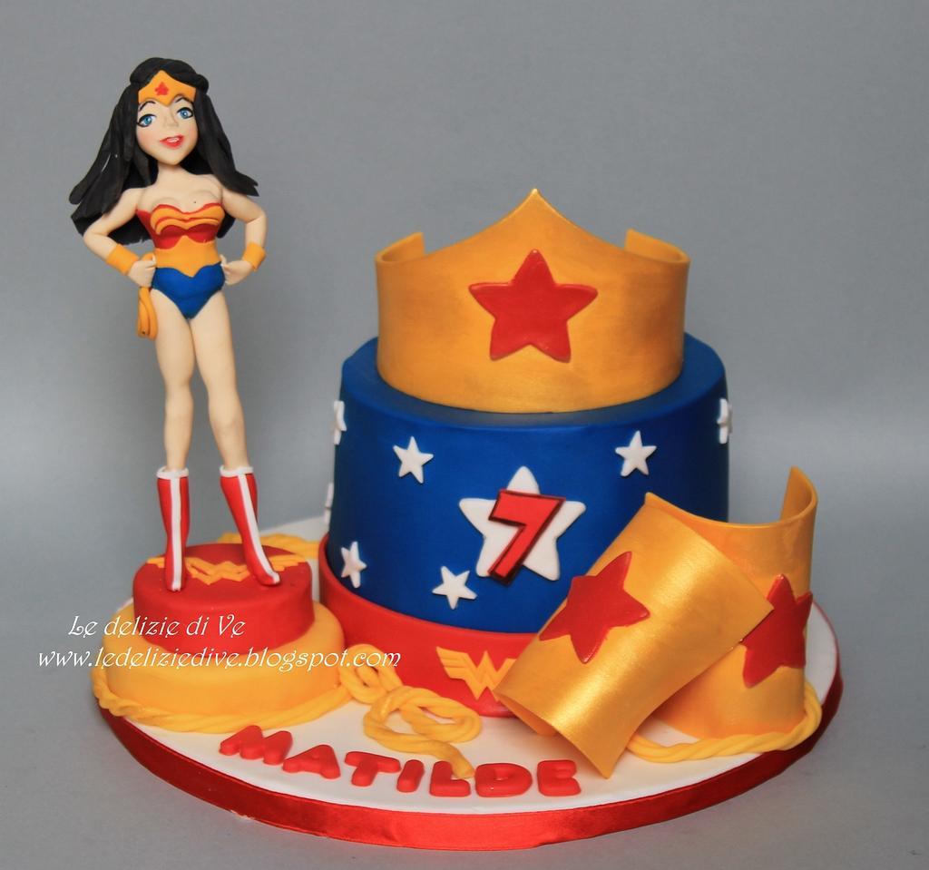 Wonder Woman cake by le delizie di ve