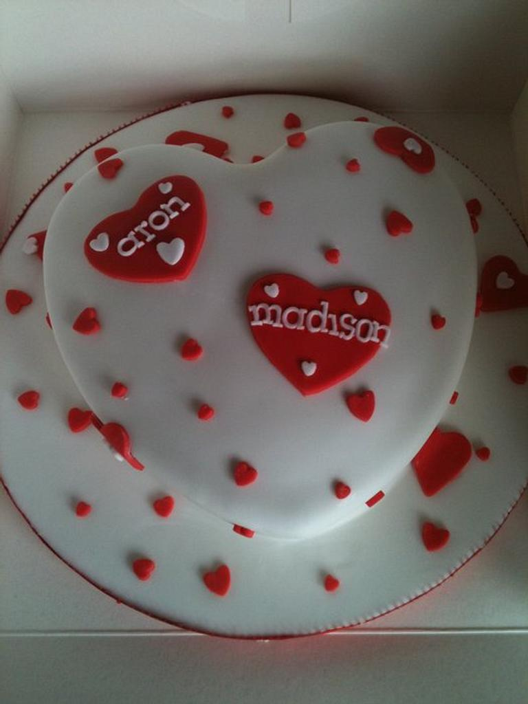 Valentines cake  by Tracey