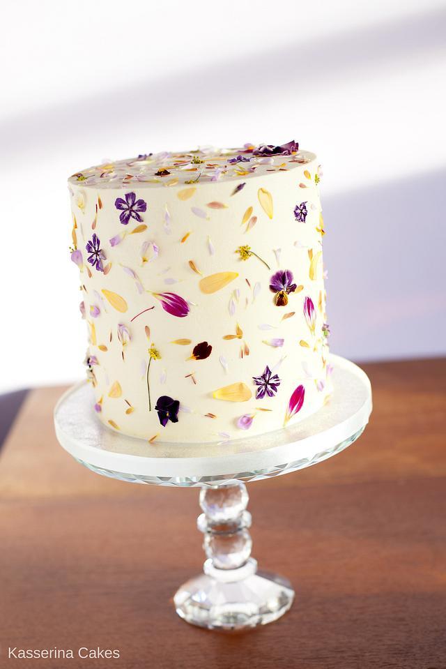 Organic edible petal cake