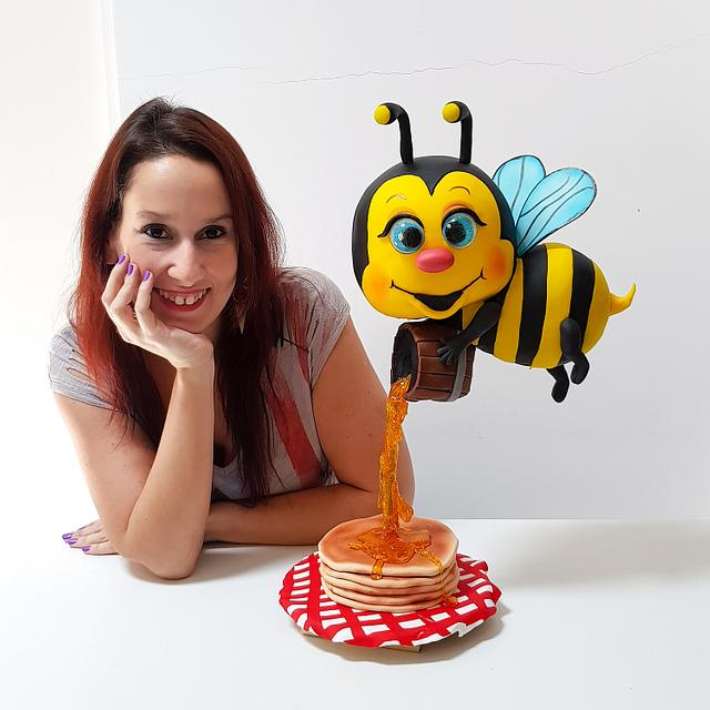 3D bee & pancakes cake!