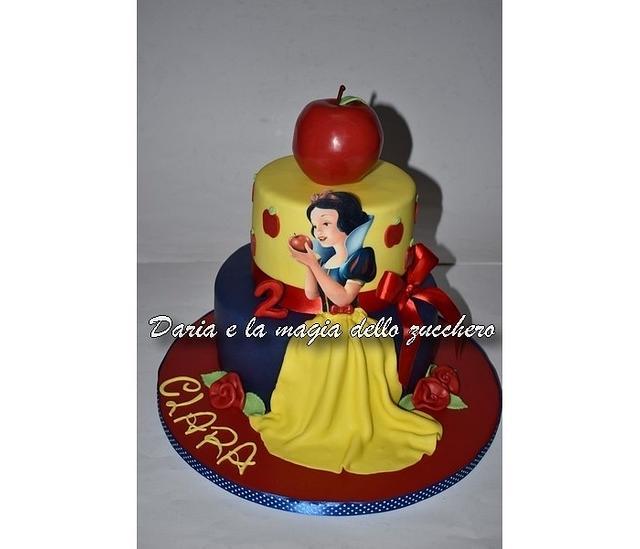 Strange Snow White Cake Cake By Daria Albanese Cakesdecor Funny Birthday Cards Online Alyptdamsfinfo