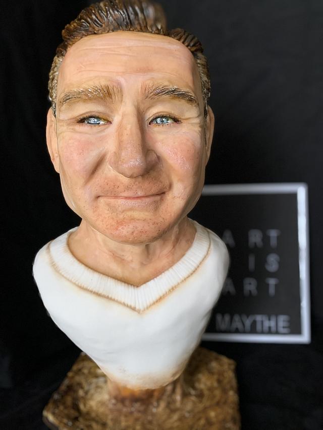Robin Williams bust cake