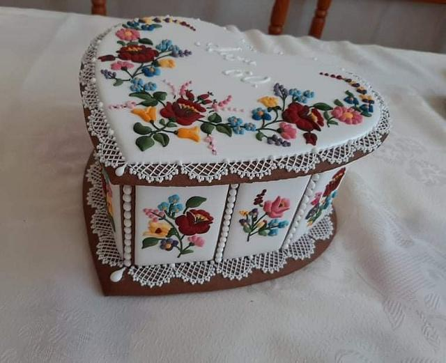 """Gingerbread box with embroidery """"Kalocsa"""""""