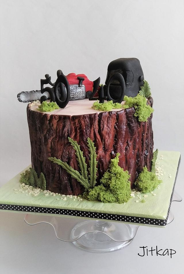 Stump cake with Chainsaw